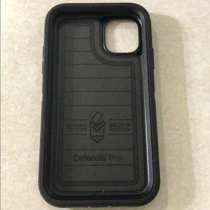 iPhone 11 Otterbox Defender - black